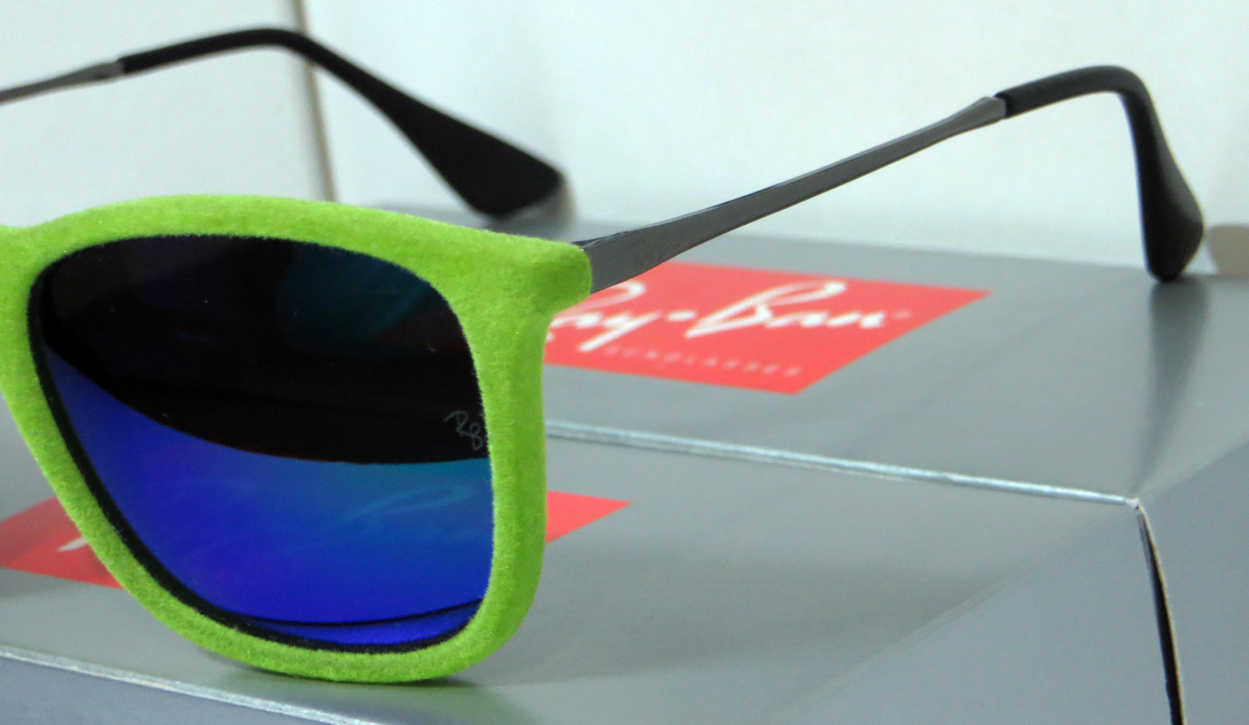 d21acd9e10964 Óculos Ray Ban Erika Velvet de Veludo - Verde   Verde Espelhado ...