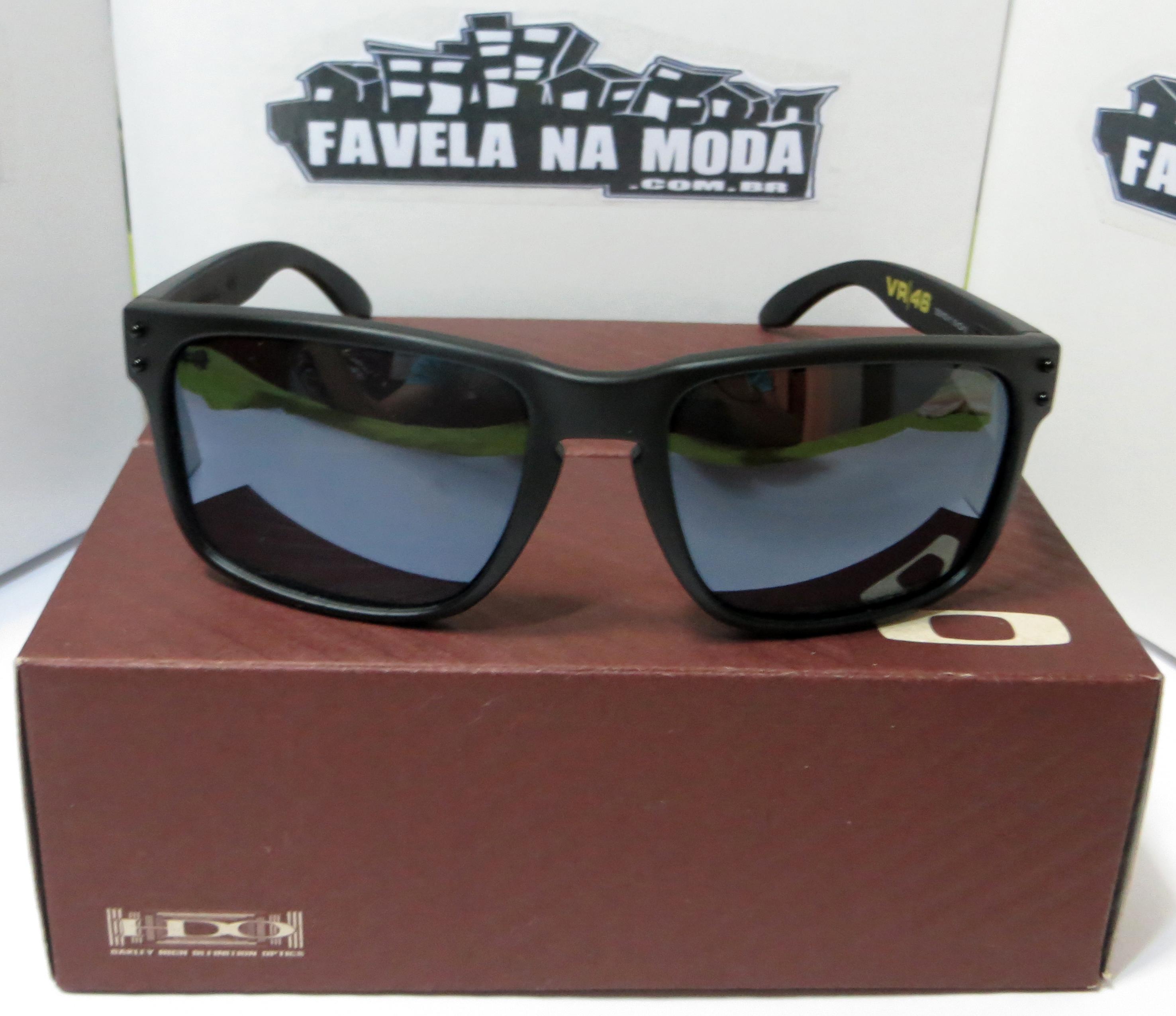 Óculos Oakley Holbrook (Valentino Rossi VR46) - Armação Preto Fosco   Lente  Preta Espelhada   Ícone Amarelo - Favela na Moda Imports 93980041b8