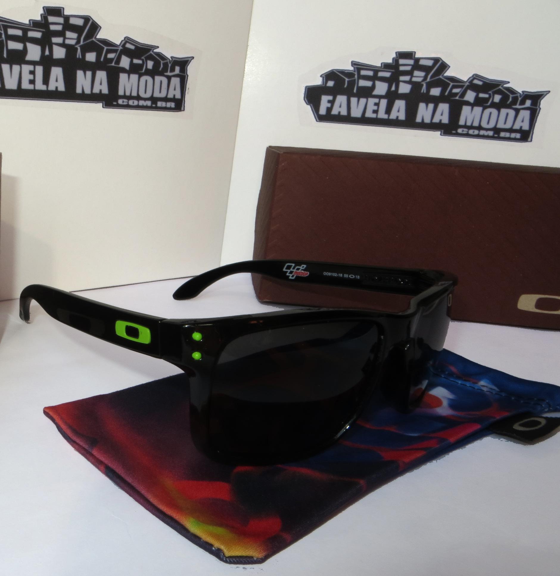 5b54cd3b8417d Óculos Oakley Holbrook - Armação Preto Brilhante   Lente Preta ...