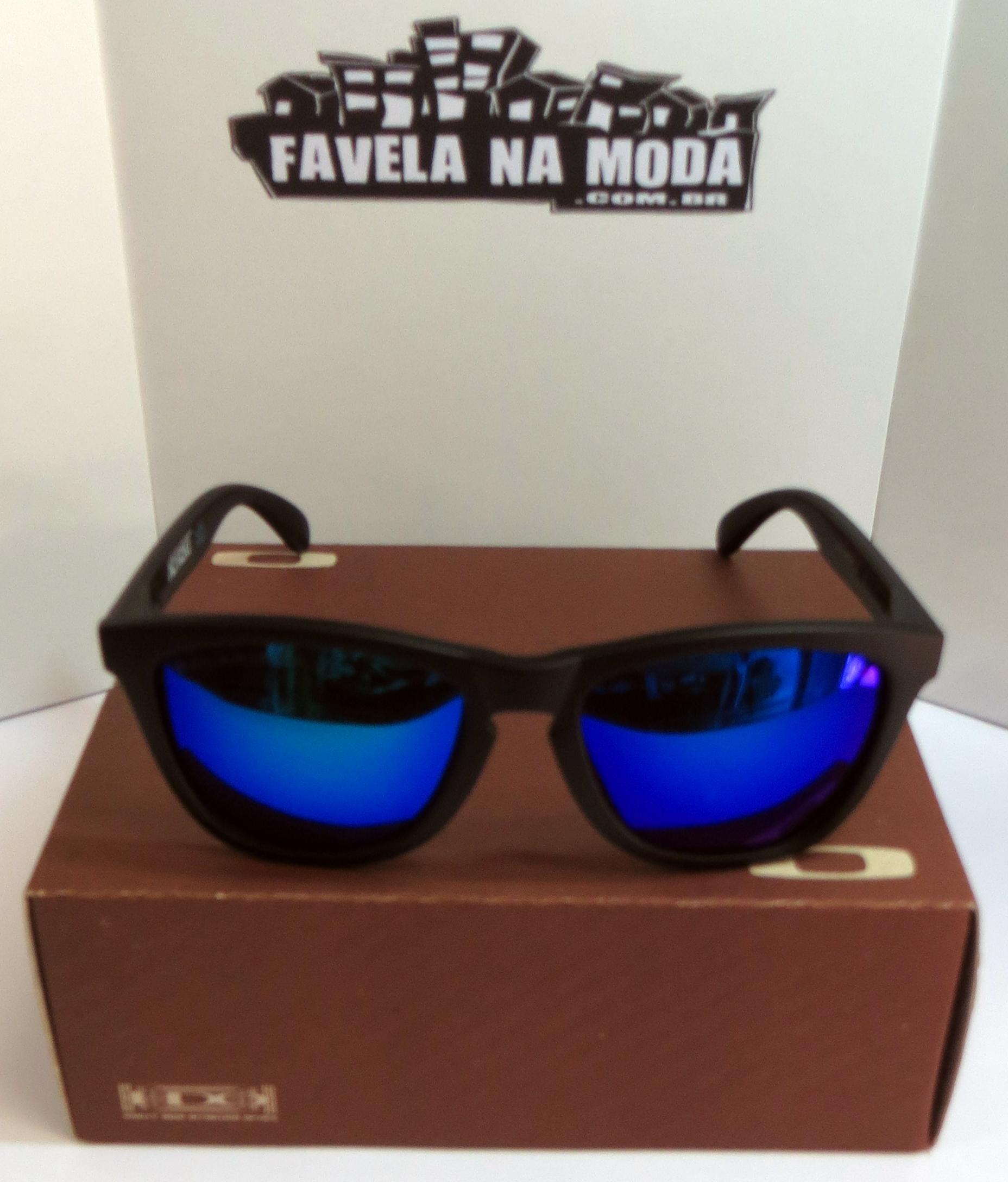 f1d2dcb4d Óculos Oakley Frogskins - Armação Preto Fosco / Lente Azul / Oakley ...